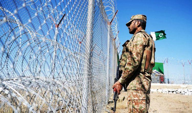 Roadside bomb kills 2 Pakistani soldiers near Afghan border