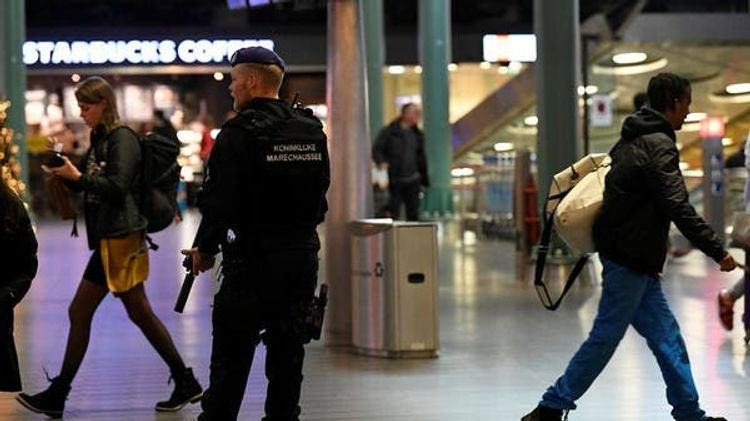 Dutch military police arrest two men with gun at Schiphol airport