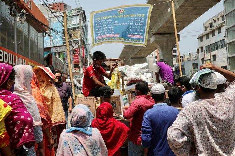 Bangladesh garment workers pack streets to demand wages during coronavirus lockdown