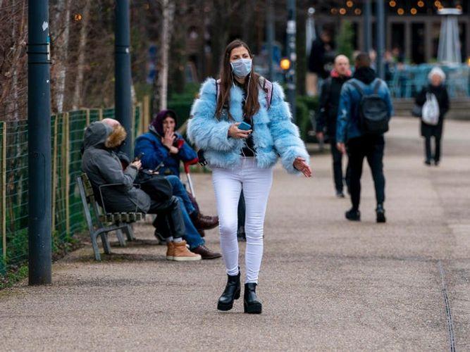 UK coronavirus deaths increase by 684