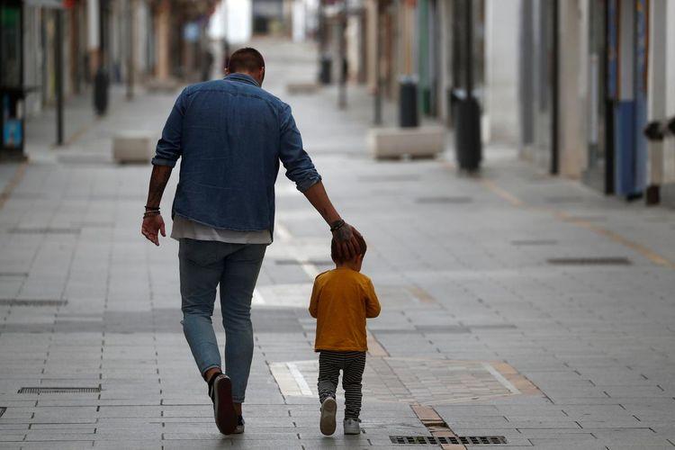 Spain eyes looser lockdown after kids return to the streets