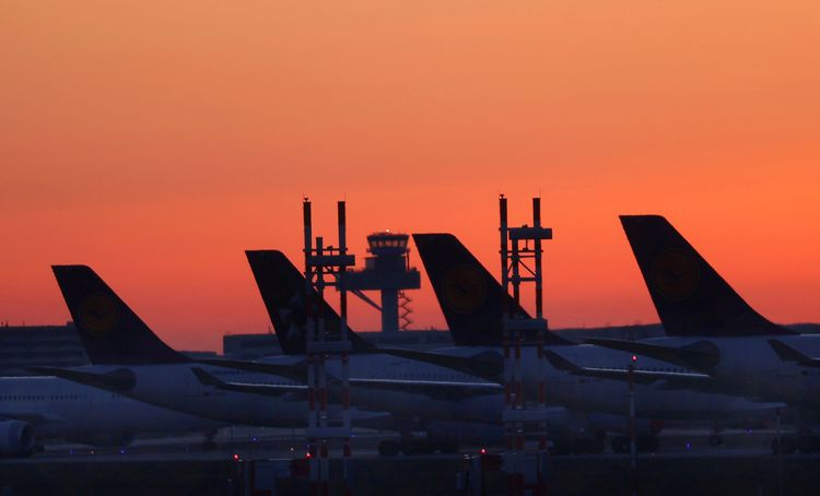 EU countries push suspension of air travel refund rights