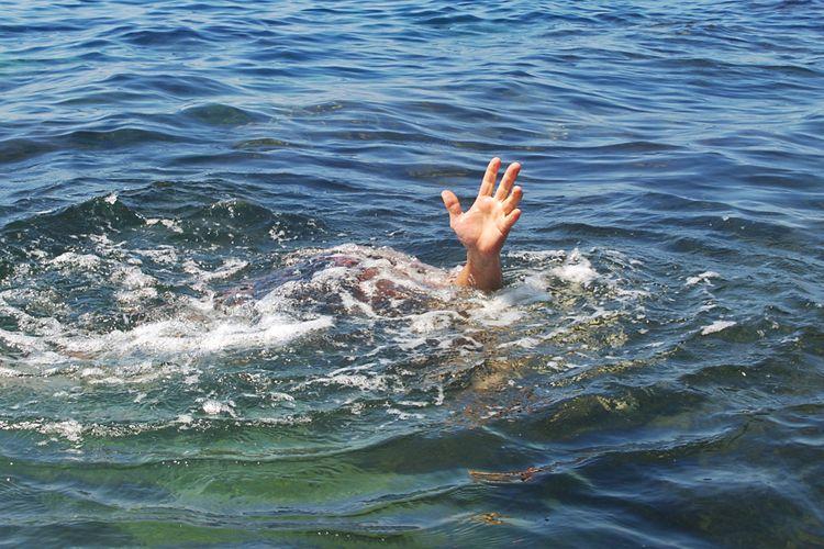 Sumqayıtda bir qadın dənizdə batıb, digəri xilas edilib