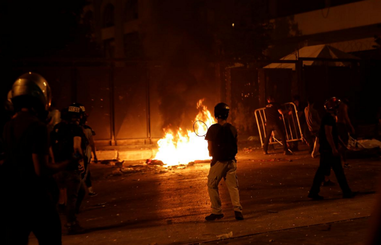 Fire breaks out near Lebanese parliament amid clashes with protesters
