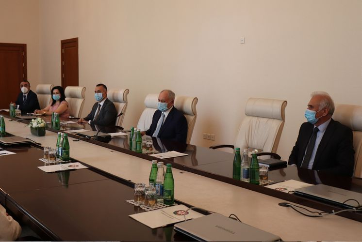 Azerbaijani Health Minister meets with medical staff from Cuba