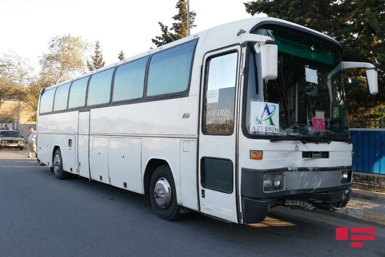 Sumqayıtda minik avtomobili avtobusla toqquşub, ölən var - <span class='red_color'>FOTO</span>