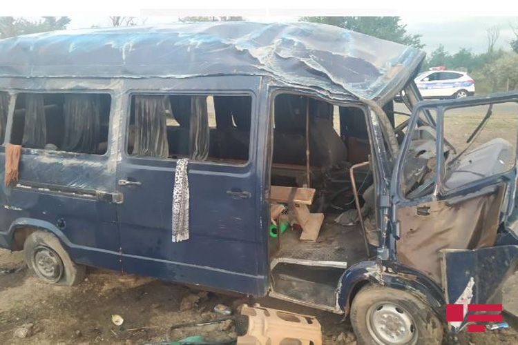 Samuxda mikroavtobus aşıb, 11 yaralı var - <span class='red_color'>SİYAHI</span> - <span class='red_color'>FOTO</span>