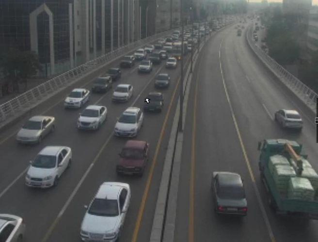 На проспекте Зии Буниятова произошло ДТП, возник затор - <span class='red_color'>ФОТО</span>
