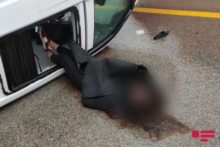 В Гобустанском районе перевернулся микроавтобус, есть погибший и раненые - <span class='red_color'>ФОТО</span>