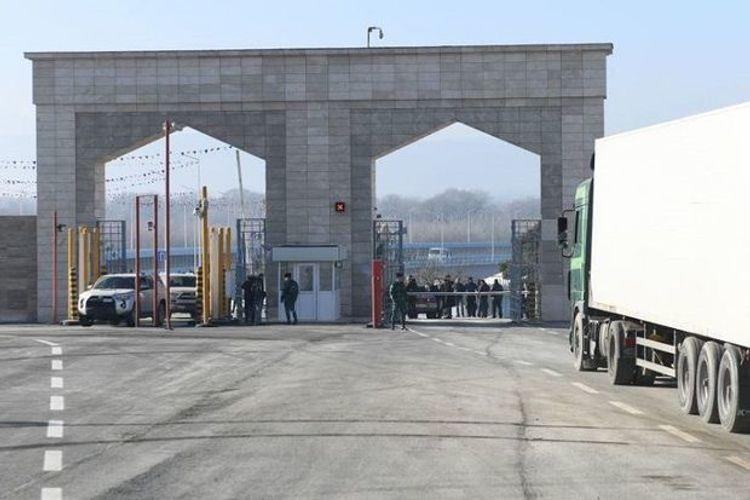 Еще 400 граждан Азербайджана вернулись из России на родину
