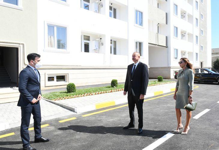 Президент Ильхам Алиев и Мехрибан Алиева приняли участие в открытии общежития в поселке Бузовна