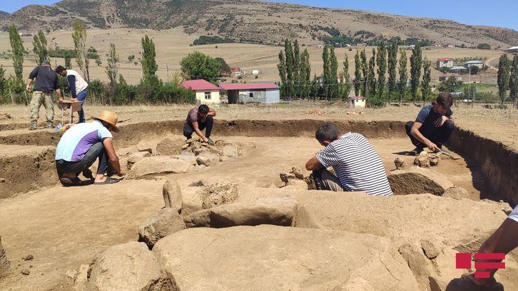 В Ярдымлы найдены кувшинные могилы возрастом 2000 лет - <span class='red_color'>ФОТО</span>