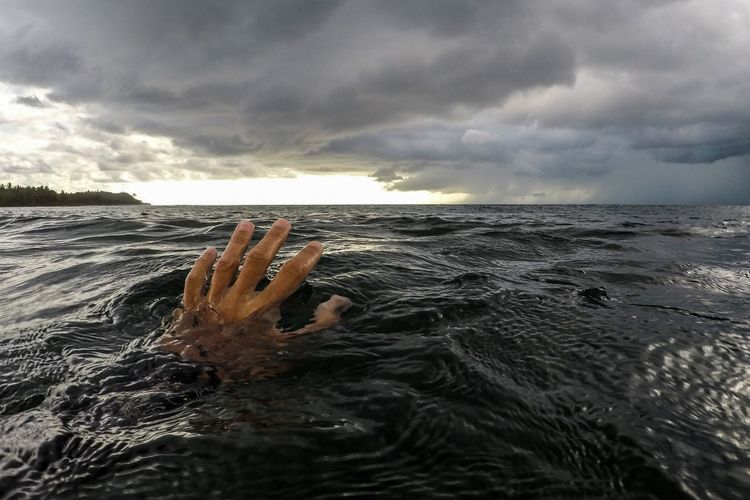 Abşeronda dənizdə batan 25 yaşlı oğlanın meyiti tapılıb