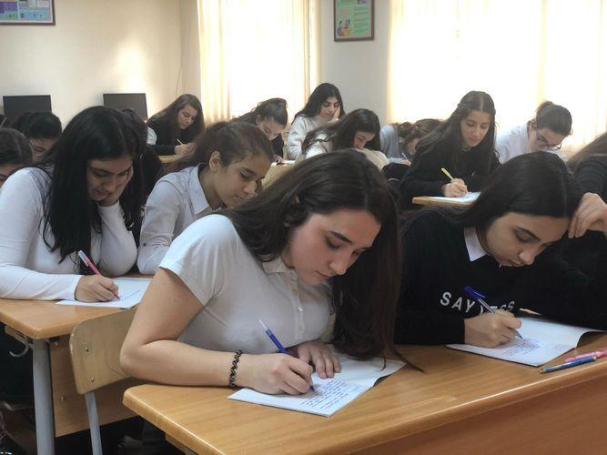 В Азербайджане занятия в Х-XI классах начнутся 15 октября