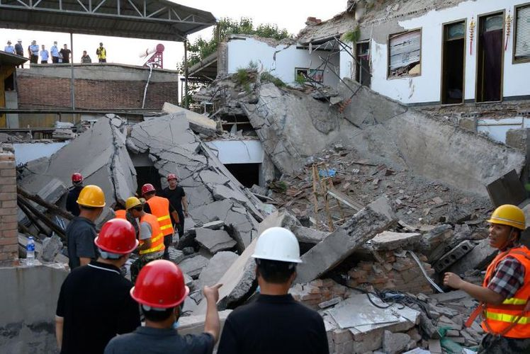 Restaurant collapse in China