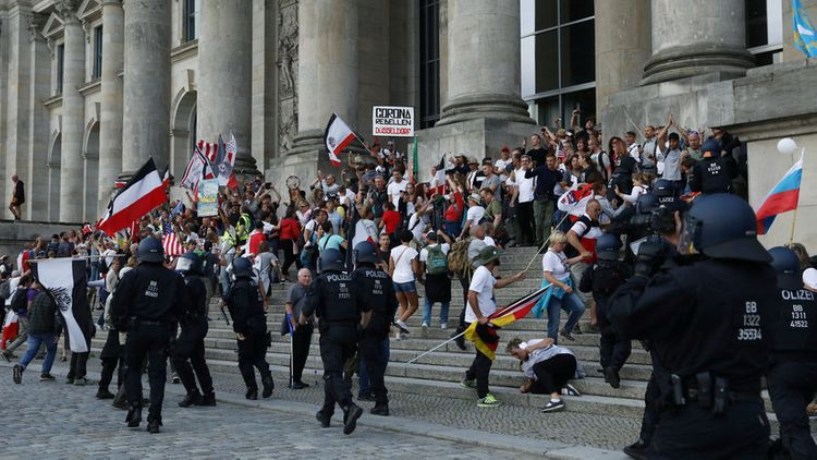 More than 30 police officers injured in Berlin protests