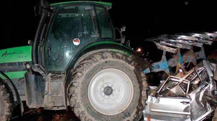 Biləsuvarda traktorla minik avtomobili toqquşub, ölən və xəsarət alanlar var