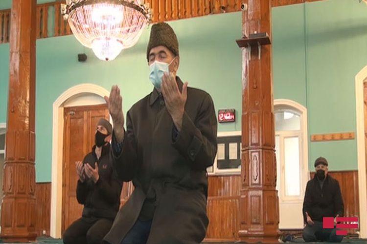 В Шеки озвучили азан, совершили намаз, прочитали молитвы в память о шехидах Отечественной войны