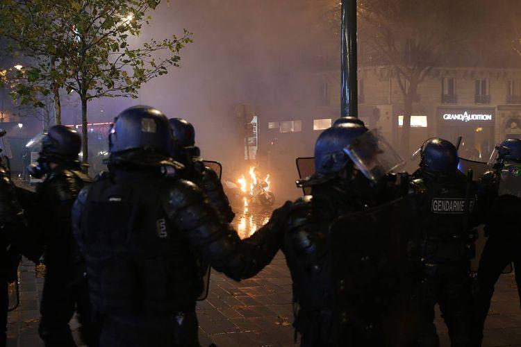 Во Франции на протестной акции пострадали восемь полицейских