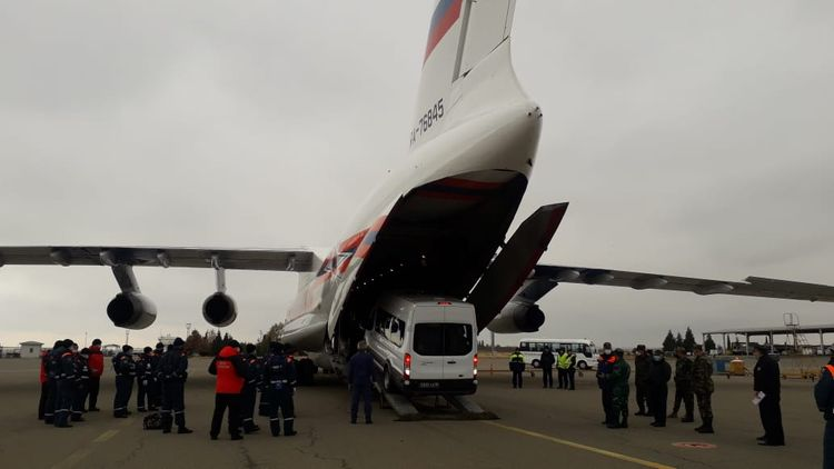 Rusiyadan Xankəndinə göndərilən  humanitar yük Gəncə beynəlxalq hava limanına çatdırılıb - FOTO - VİDEO