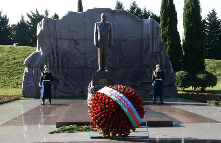 Президенты Азербайджана и Турции посетили могилу общенационального лидера Гейдара Алиева