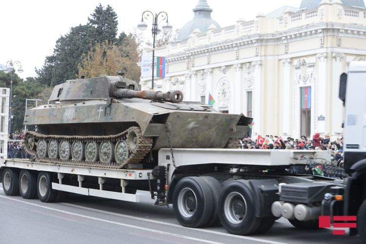 Часть захваченных вражеских военных трофеев на Параде Победы - ФОТО