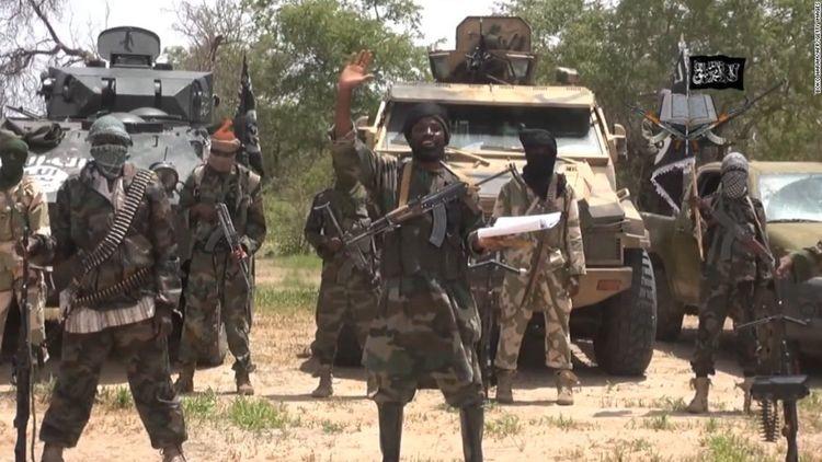 """Nigeriyada 300-dən çox məktəblini """"Boko Haram"""" girov götürüb"""