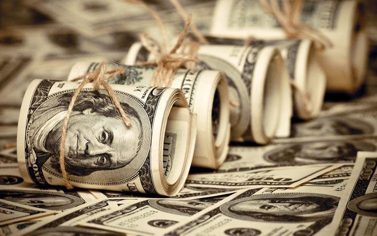 Курс доллара снизился до двухлетнего минимума