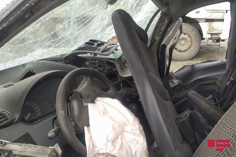 В Ордубаде столкнулись 2 автомобиля, погибли отец и сын