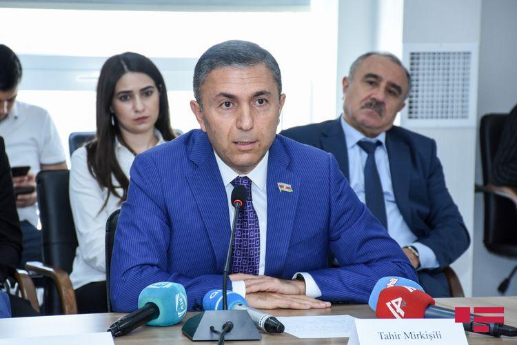 """Komitə sədri: """"Azərbaycan qonşu ölkələr arasında ən az iqtisadi azalmaya məruz qalan dövlətdir"""""""