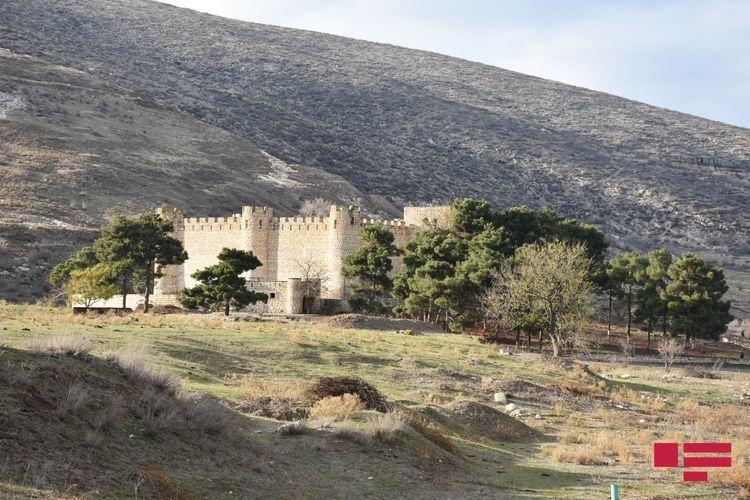 Пострадавшая от армянского вандализма крепость Шахбулаг Панахали хана - РЕПОРТАЖ - ФОТО - ВИДЕО