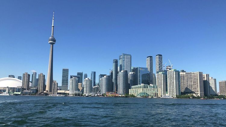 В Канаде на 28 дней вводят жесткие ограничения
