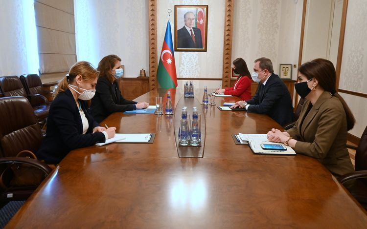 Джейхун Байрамов встретился с главой представительства МККК в Азербайджане