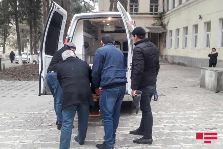 В Гядабее микроавтобус столкнулся с легковым автомобилем, есть погибший и пострадавшие