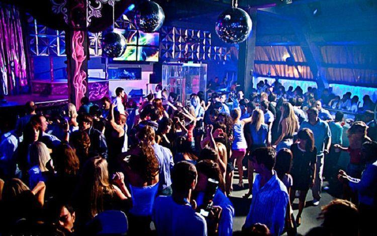В ночном клубе в Баку задержан наркоторговец