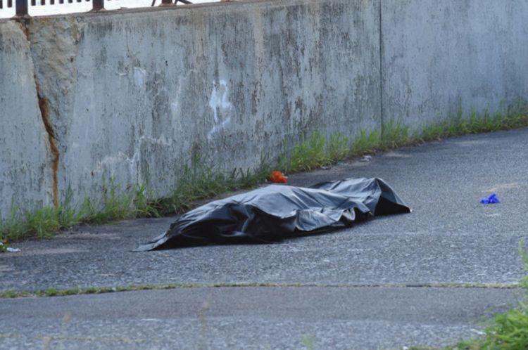 В Баку неизвестный мужчина умер от отравления наркотиками