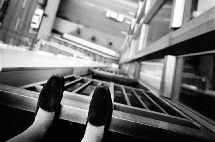 В Ширване женщина погибла, упав с 8-го этажа