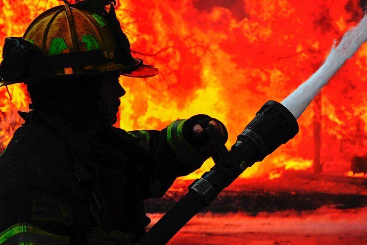 При пожаре в жилом комплексе в Баку пострадали 5 человек