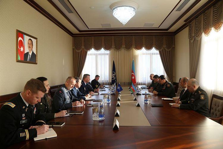 Начальник Генштаба ВС Азербайджана встретился с Верховным главнокомандующим НАТО в Европе