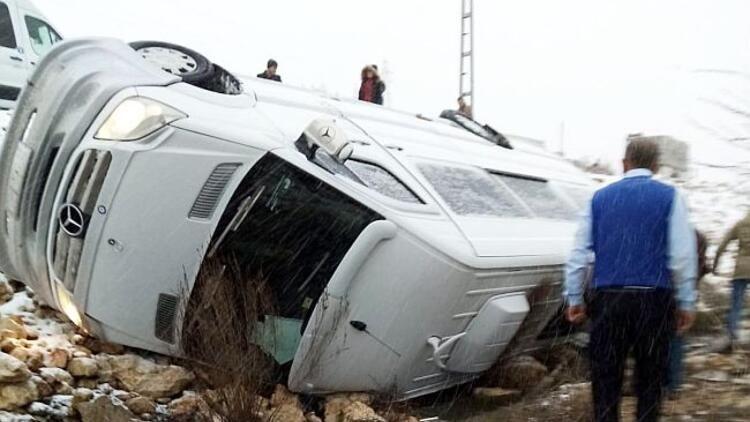 Türkiyənin basketbol klubunun avtobusu qəzaya düşüb, 13 nəfər xəsarət alıb