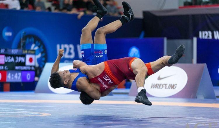 Азербайджанский борец вышел в финал ЧЕ, победив еще одного армянина