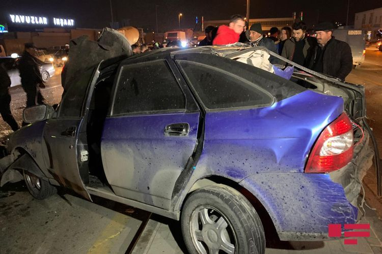 Водитель получил открытую черепно-мозговую травму при ДТП в Баку - <span class=