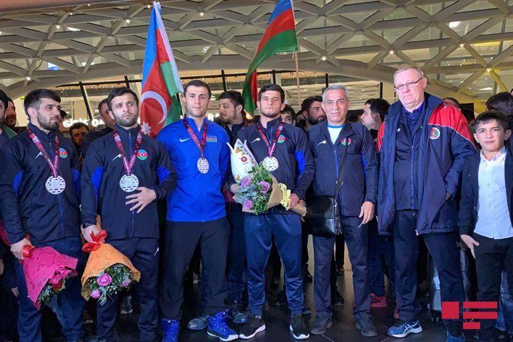 Сборная Азербайджана по греко-римской борьбе вернулась на Родину - ФОТО