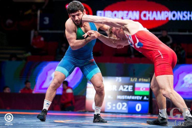 Азербайджанский борец одержал волевую победу над армянином