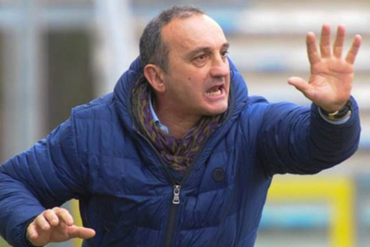 Serie D coach sent off for slapping own player - VIDEO