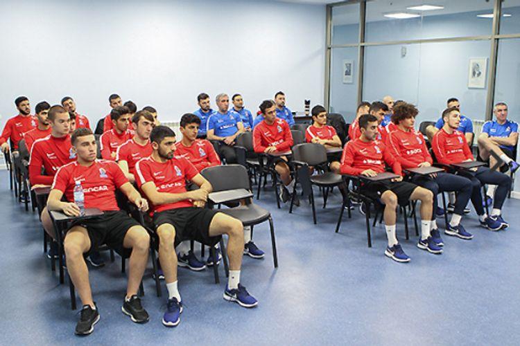 Azərbaycan millisinin futbolçularına danışılmış oyunlarla bağlı seminar keçirilib