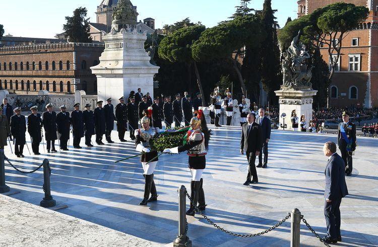 Prezident İlham Əliyev Romada naməlum əsgər abidəsini ziyarət edib