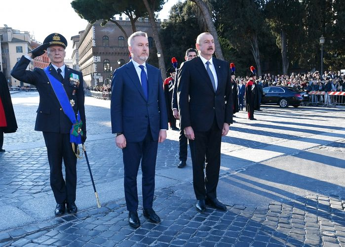 President Ilham Aliyev visited Tomb of the Unknown Soldier in Rome