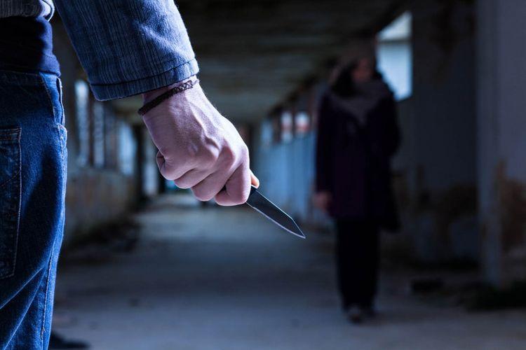 В Баку мужчина ранил ножом бывшую супругу
