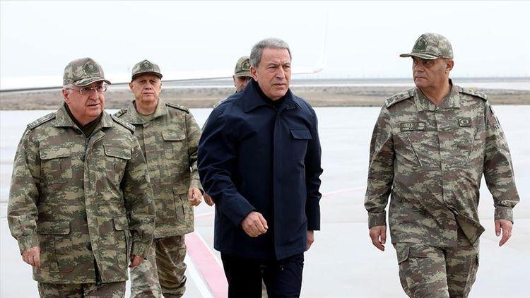 Министр обороны Турции побывал на турецко-сирийской границе